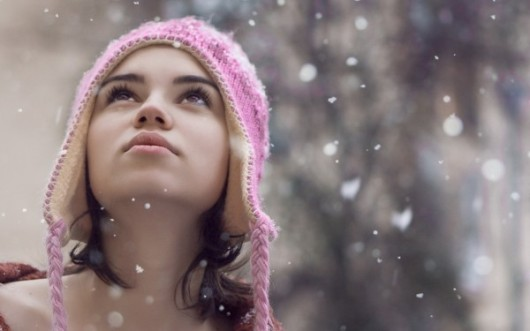 Snowflakes-Falling-on-Girls-Face-600x375[1]